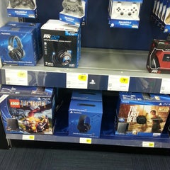 Photo taken at Best Buy by L Reese on 6/14/2014