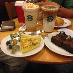 Photo taken at Starbucks by Victor C. on 1/7/2015