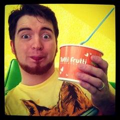Photo taken at Tutti Frutti Frozen Yogurt by Thomas S. on 12/24/2012