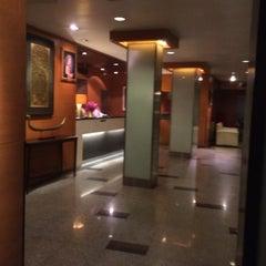 Photo taken at Rose Hotel Bangkok by Roong R. on 6/14/2015