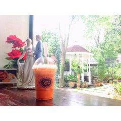 Photo taken at Sweets Café (สวีท คาเฟ่) by 🌸 Khun H. on 3/26/2015