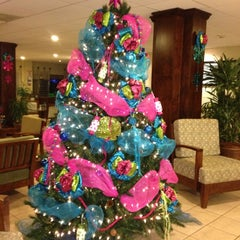 Photo taken at Holiday Inn Express San José Aeropuerto by Charisse S. on 12/4/2012