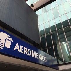 Photo taken at Oficinas Corporativas Aeroméxico by Joaquín on 3/10/2015