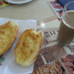 Photo taken at Michelli Pães e Doces by Semdy B. on 10/19/2012