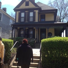 Photo taken at Martin Luther King Jr. Birth Home by Vitória P. on 3/27/2015