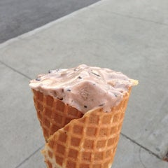 Photo taken at Marble Slab Creamery by Oliver F. on 9/8/2014
