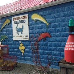 Photo taken at Bonney & Sons Seafood and Produce by Cat D. on 8/18/2013