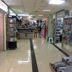 Photo taken at Ratu Plaza by Redi H. on 10/21/2012