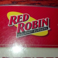 Photo taken at Red Robin Gourmet Burgers by Kameron D. on 10/17/2012