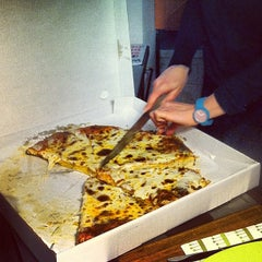 Photo taken at Pizzeria Da Giuliano by Stefano B. on 5/18/2013