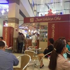 Photo taken at Tienda Juan Valdez by Juanka B. on 12/4/2012