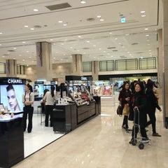 Photo taken at 신세계백화점 (SHINSEGAE Department Store) by Dae Han W. on 3/10/2013