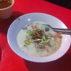 Photo taken at Sop Kaki Kambing Bang Udin by Ivan S. on 11/28/2012