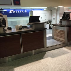 Photo taken at Delta Air Lines Ticket Counter by Angelo R. on 11/18/2015
