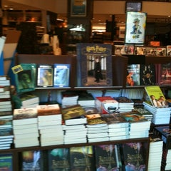 Photo taken at Livraria Saraiva by Janete M. on 11/3/2012