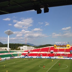 Photo taken at 광양축구전용구장 (Gwangyang Football Stadium) by WS L. on 9/13/2015