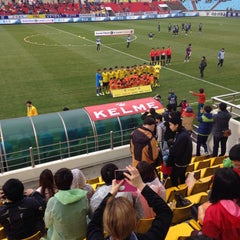 Photo taken at 광양축구전용구장 (Gwangyang Football Stadium) by WS L. on 4/5/2015