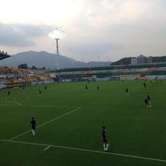 Photo taken at 광양축구전용구장 (Gwangyang Football Stadium) by WS L. on 7/5/2015
