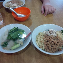 Photo taken at Bakmi Lung Kee by Lydia H. on 1/2/2014
