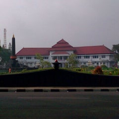 Photo taken at Balai Kota Malang by Preketek on 1/6/2013