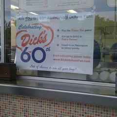 Photo taken at Dick's Drive-In by Carolina N. on 5/26/2013