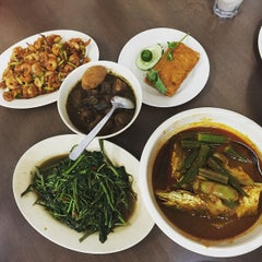 Photo taken at Nancy's Kitchen Nyonya Cuisine by Chy Weng on 6/28/2015