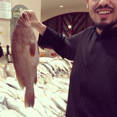 Photo taken at الاشاره المقابله لسوق السمك by Mohammed D. on 1/24/2014