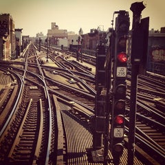 Photo taken at MTA Subway - Myrtle Ave/Broadway (J/M/Z) by Andy R. on 2/18/2013
