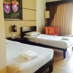 Photo taken at โรงแรมสวนบวกหาด (Beach Garden Hotel Cha-am) by noojenny j. on 6/27/2015