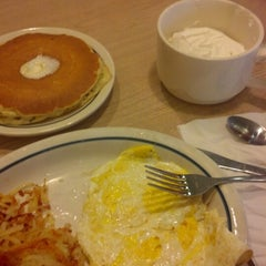 Photo taken at IHOP by Laura K. on 10/24/2012