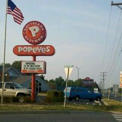 Photo taken at Popeyes Louisiana Kitchen by JD B. on 6/15/2011