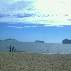 Photo taken at Parada 17 by Rodrigo P. on 1/24/2012