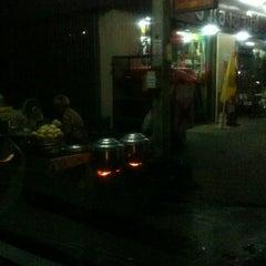 Photo taken at ซาลาเปาอาม่า by Chai K. on 12/5/2011
