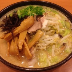 Photo taken at Santa Ramen by Bkwm J. on 12/19/2011