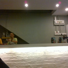Photo taken at Raw cafe by AdY ~. on 9/12/2012