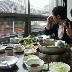 Photo taken at 샤브궁샤브가 by Mi hyun W. on 11/11/2011