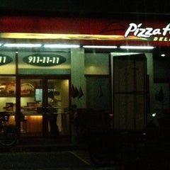 Photo taken at Pizza Hut by Lerma T. on 9/4/2012