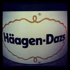 Photo taken at Häagen-Dazs Café by Pauline G. on 8/28/2012