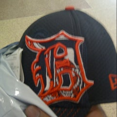 Photo taken at Lids by Darin B. on 8/17/2012