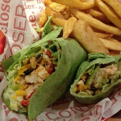 Photo taken at Red Robin Gourmet Burgers by Jen P. on 11/1/2012