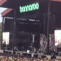 Photo taken at What Stage at Bonnaroo Music & Arts Festival by Abril J. on 6/14/2014