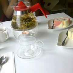 Photo taken at Yardley Pastry 亚德利果子工坊 by Wan Ting S. on 9/27/2012