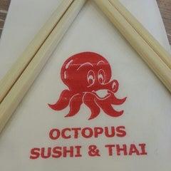 Photo taken at Octopus Sushi Bar & Thai by kęνأŋ ®. on 8/14/2013