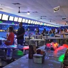 Photo taken at Brunswick Thousand Oaks Bowl by Lupe S. on 10/11/2014