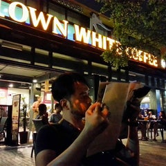 Photo taken at OldTown White Coffee by Adzramel Adnan on 5/30/2015