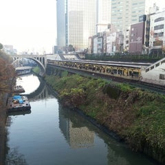 Photo taken at 御茶ノ水駅 (Ochanomizu Sta.) by Reneir Val P. on 12/22/2012