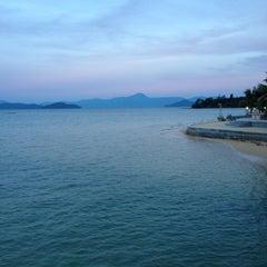 Photo taken at The Blue Sky Resort Koh Payam (เดอะบลูสกายรีสอร์ท เกาะพยาม) by Jay J. on 11/10/2012