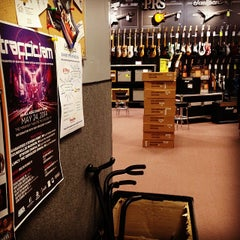 Photo taken at Guitar Center by Eric R. on 5/22/2014