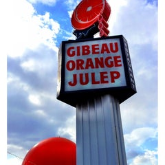 Photo taken at Gibeau Orange Julep by Tee T. on 4/1/2013
