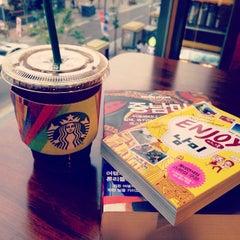Photo taken at Starbucks by Jude L. on 4/28/2015